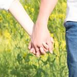 手の繋ぎ方の種類12選!繋ぎ方による男性心理と手を繋ぐタイミング