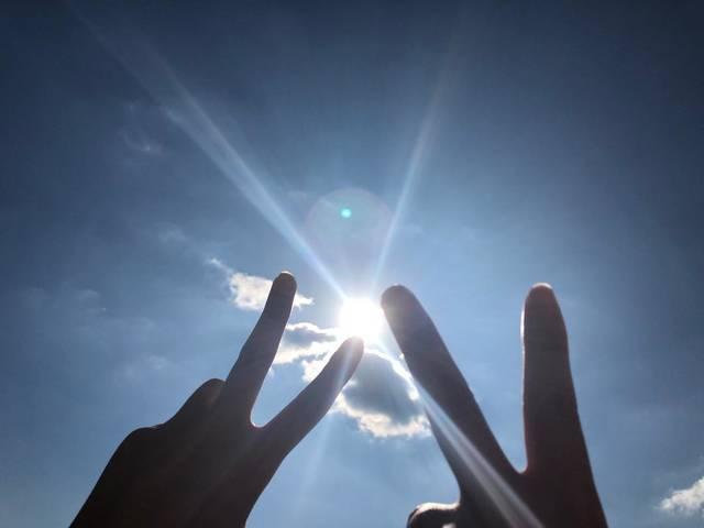 "mirin on Instagram: ""ピース✌️ #ピース #空 #太陽 #綺麗 #友達 #良い感じ #眩しかった #インスタ映え"" (33194)"