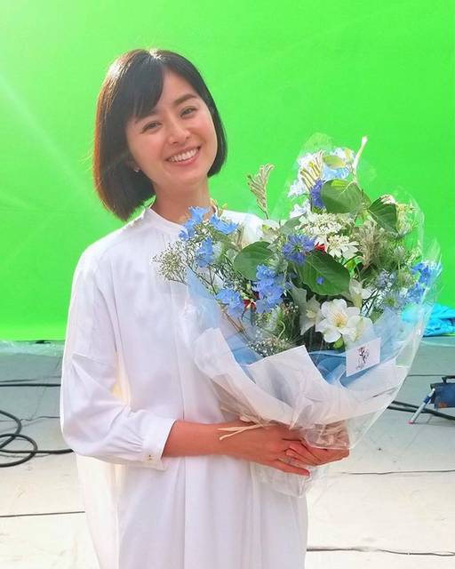 """Chinami Suzuki 鈴木ちなみ on Instagram: """"Thanks for a lovely bouquet 💐💙"""" (558219)"""