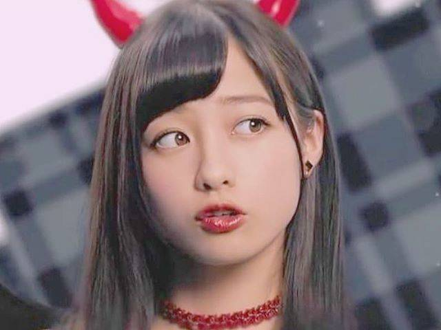 "💫 on Instagram: ""👀 ● ● ● ● ● ● ● ● ● ● ● #kannahashimoto #hashimotokanna #橋本環奈 #橋本環奈ちゃん #kawaii #cute #beautiful #japanese #girl #idol #singer #rev.fromdvl…"" (610580)"