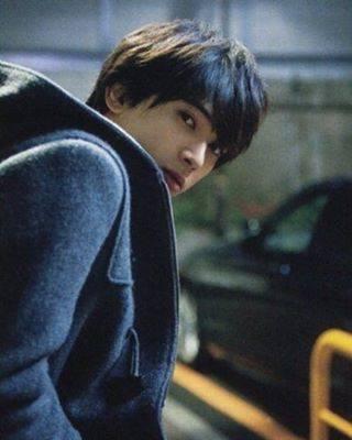 """きょん on Instagram: """". 🥀 なんだか今日はめっちゃ寒い💦 急にこんなに冷えると風邪ひいちゃうよ~ これから学祭とかでお亮に逢いに行く皆様、風邪など召しませんようにお過ごしくださいませ~ . ちゃんと楽しむには体調も整えておきましょう✨ 🥀 #吉沢亮 #yoshizawaryo…"""" (710306)"""