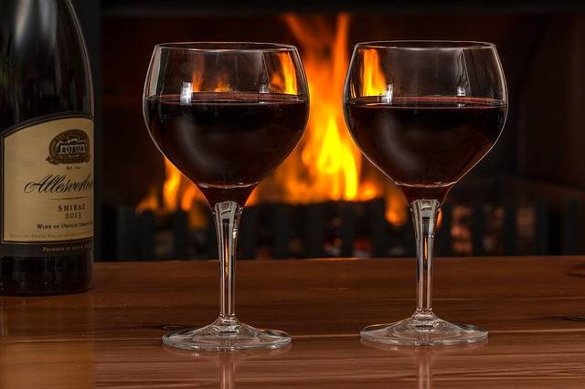 Red Wine Glasses Log Fire - Free photo on Pixabay (105969)
