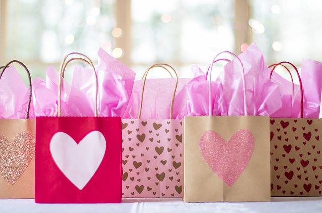 Gift Bags Sale Presents - Free photo on Pixabay (116947)