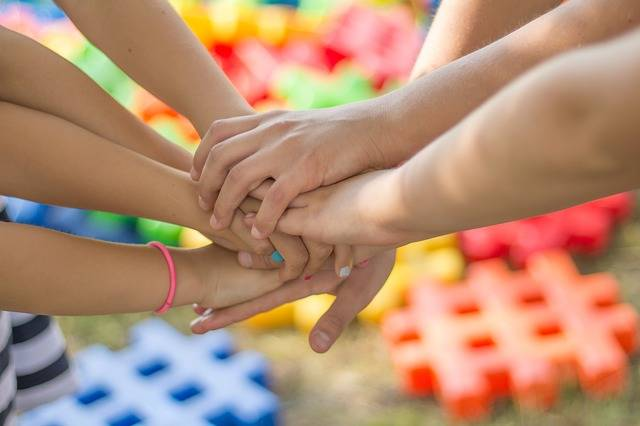 Hands Friendship Friends - Free photo on Pixabay (140339)