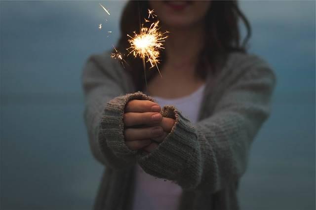 Sparkler Holding Hands - Free photo on Pixabay (153980)
