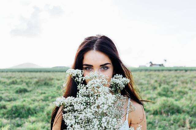 Young Woman Flowers Bouquet - Free photo on Pixabay (158412)