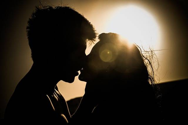 Sunset Kiss Couple - Free photo on Pixabay (159676)