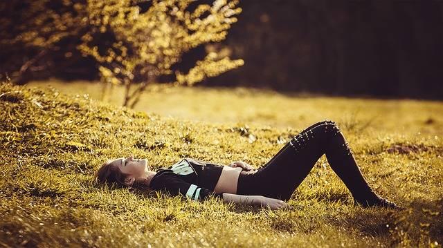 Girl Lying On The Grass Legs - Free photo on Pixabay (188583)