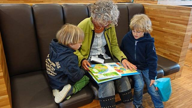 For Reading Granny Grandmother - Free photo on Pixabay (476490)