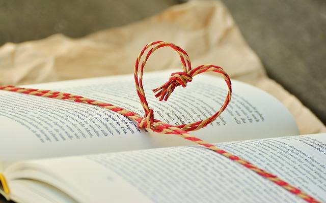 Book Gift Heart - Free photo on Pixabay (516956)