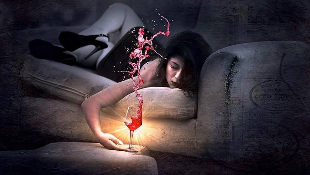 Couch Red Wine Girl - Free photo on Pixabay (520679)
