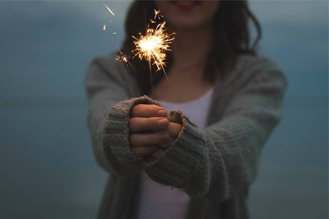 Sparkler Holding Hands - Free photo on Pixabay (536956)