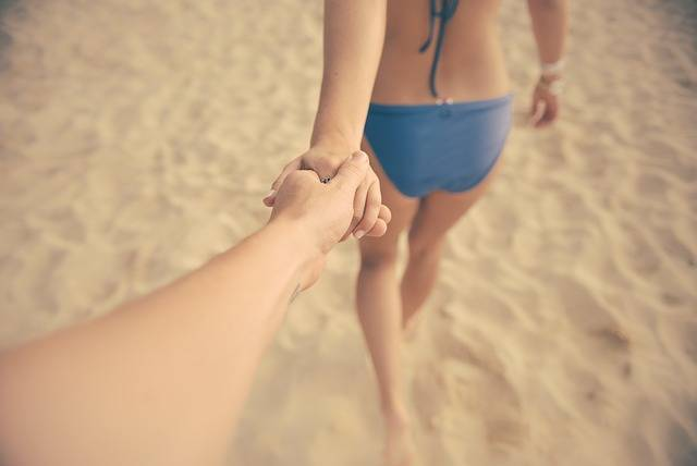 Couple Beach Holding - Free photo on Pixabay (543269)
