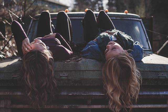 Girls Lying Classic Car - Free photo on Pixabay (544553)