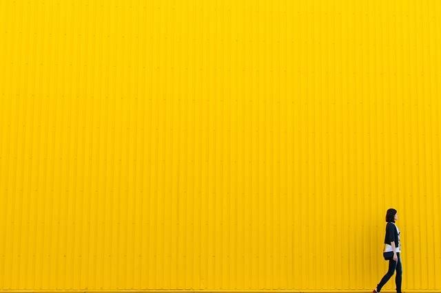 Yellow Wall Girl - Free photo on Pixabay (555342)