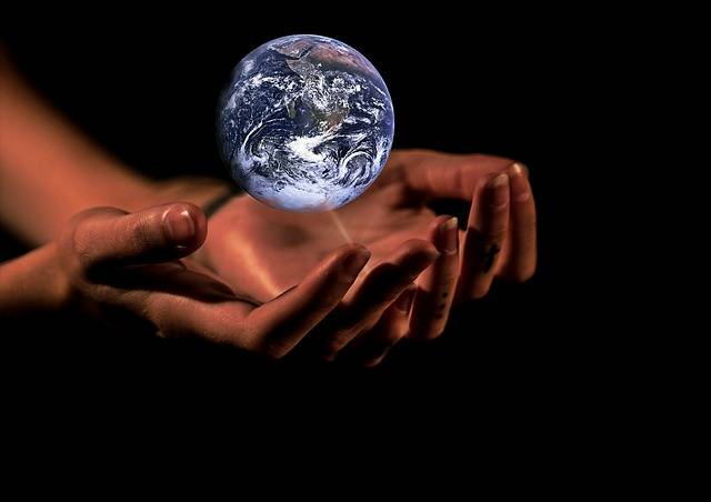 Hands Globe Earth - Free image on Pixabay (606516)