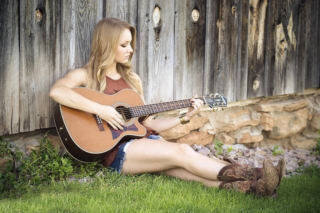 Guitar Country Girl - Free photo on Pixabay (611830)