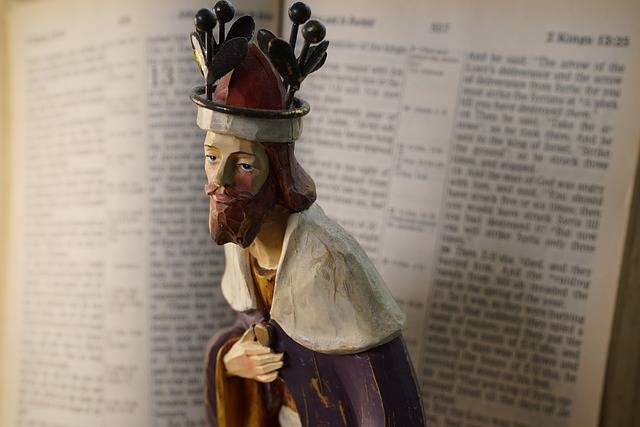 Christian Figurine The King Open - Free photo on Pixabay (740050)